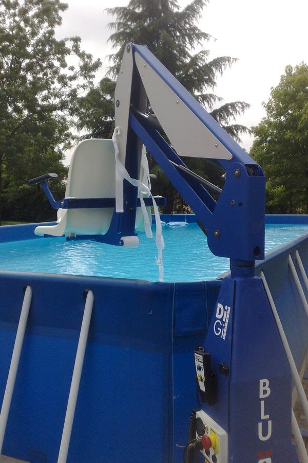 Sollevatore fisso per anziani e diversamente abili f100 for Swimming pool lifting out of ground