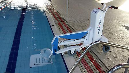 Nuovo sollevatore per disabili alla piscina comunale - Sollevatore piscina per disabili ...