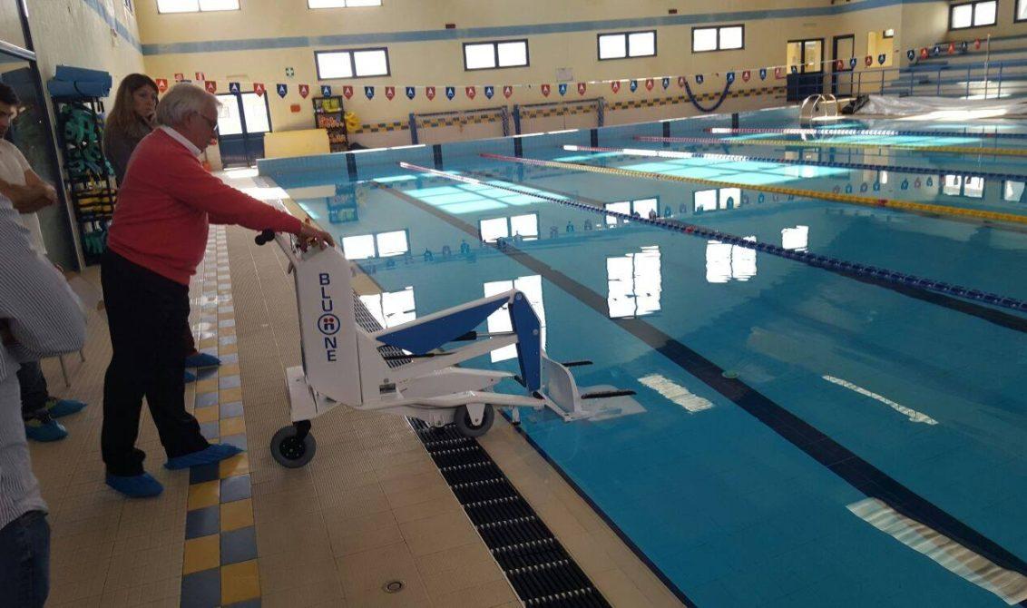 Sollevatori Mobili Per Piscina : Uta innovazione tecnologica per disabili nella piscina comunale