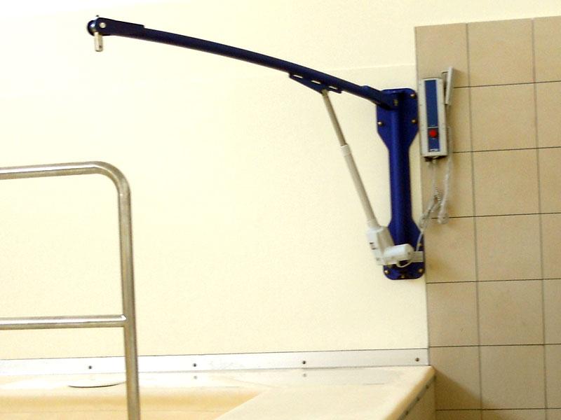 sollevatori a parete per disabili