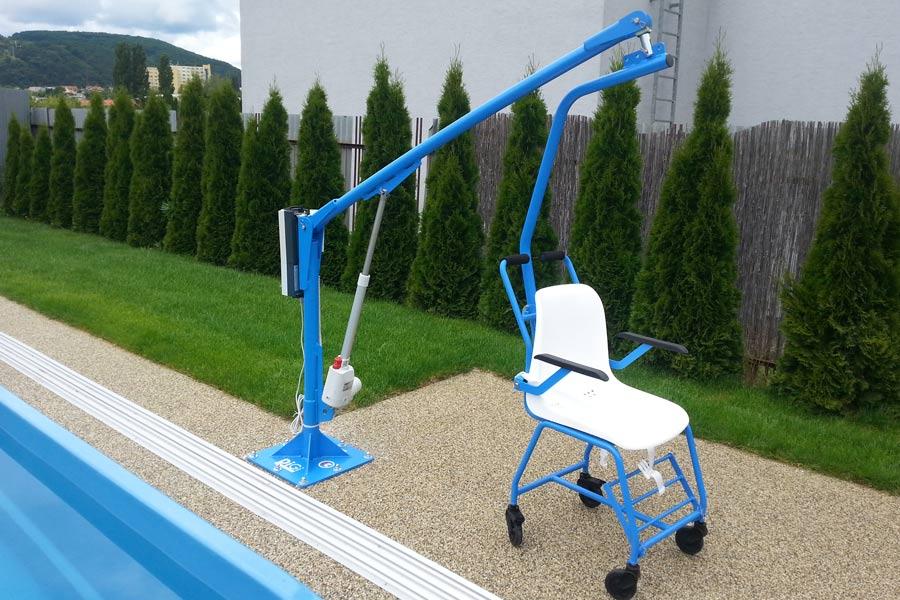sollevatore fisso per disabili da piscina